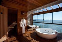 Extreem luxe hotel badkamers / Je vakantie al geboekt? Misschien dat we je kunnen helpen met kiezen van een bestemming. Bekijk deze extreem luxe badkamers in hotels over de hele wereld. Welke badkamer heeft jouw voorkeur?