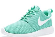 nike shoes 75% offers synonyms and antonyms dictionary in spanis