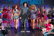 Superba for Just Dance 2014 | Women / in de kledingstukken zijn vele vouwtechnieken verwerkt van o.a. honderden handgemaakte sterren. Aan de 18 verschillende unieke designs is gewerkt met vele materialen in verschillende kleuren/ vormen en groottes