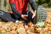 Sportmassage / Als sportmasseur heb je de taak de cliënt voor te lichten over een goede leefstijl en sportprogramma's. Je masseert je cliënten voor ontspanning of warmt de spieren op door een stimulerende massage te geven voor het sporten. Ook ben je er om eventuele steun te geven bij het sporten door gewrichten en/of spieren te tapen en te bandageren.