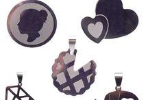 Ciondoli in Acciaio / Ciondoli in acciaio per bigiotteria e bijoux fai da te visita www.pietreeminuterie.com #bijoux #gioielli #bigiotteria fai da te #componenti bigiotteria