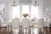 Witte interieurs, mooi.