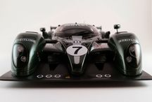 Le Mans Racers / The cars of the world's most famous endurance race, brilliantly replicated in scale by the world's greatest modelers.