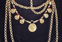 Viking-era jewelry and fashion. / Jewelry and fashion from the viking period, 800-1000 AD.