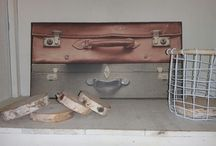 koffers op wandplaat