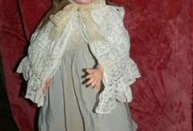 Bambole antiche, accessori e vintage / Le bambole...immaginiamo la loro lunghissima storia che le ha portate fino a noi, quante bambine le hanno strette fra le braccia e custodite con cura e gelosia come loro unico giocattolo! Qui troverete bambole antiche, vintage ed accessori e vestiti sia originali sia  realizzati da me con stoffe d'epoca ma anche materiale e parti  come braccia, teste, corpi, occhi, parrucche....che possono mancare alle vostre bambole!