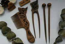 Гребни и расчёски деревянные резные.