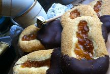 Biscotti di Novara con marmellata di albicocche