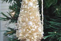 Christmas Decorations and Ideas / Great collection of ways to best decorate for Christmas. Ideas are affordable and some are DIY.