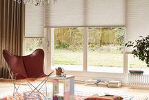 Raamdecoratie / Wat hangen we aan het grote achterraam om genoeg licht binnen te laten, wel scherpe zon te filteren en het ook een gezellig aanzien te geven.