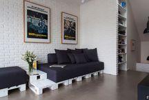 Ideias de sofás de paletes / Fotos extraídas da Internet, para darmos ideias aos nossos clientes de como podemos montar sofás de paletes. Feitos das mais variadas formas e modelos. E claro que podemos reproduzir todos os sofás aqui apresentados (paletes + almofadas). http://www.lojadocaixote.com.br/ - Whatsapp (11) 9-8444-5576