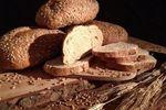 Desem brood / Naast knapperige witte en bruine broden verkoopt Bakkerij Gutter ook Noord-Hollands Molenbrood en Speltbrood. Beide worden gebakken met desem en zijn vol van smaak. Het Noord-Hollands Molenbrood is bovendien gebakken van door de wind gemalen meel en bloem en kent geen andere toevoegingen. Puur brood uit Waterland!