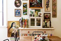 Kitchen Gallery Wall Tips / Don't forget about the kitchen! An awesome gallery wall can successful be arranged here.