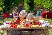 Destinatii pentru gurmanzi / În 29 septembrie 2016, juriul IGCAT (Juriul Institutului internațional pentru gastronomie, cultură, arte şi turism) a anunțat, la Muzeul Brukenthal din Sibiu, câștigătorii competiției pentru Regiunea Gastronomică Europeană 2019, premiul fiind împărțit de județul Sibiu și Egeea de Sud (Grecia). Cu această ocazie, Sibiu va primi un flux important de turiști, iar bucătăria grecească din Rhodos, Mykonos, Santorini, Paros, Kos sau Naxos va fi mai gustoasă ca niciodată.
