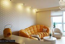 Słoneczny salon z kuchnią // Sunny living room with kitchen design