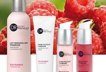 Producten - Docteur Renaud / Beau-T maakt gebruik van de gelaatsverzorgingsproducten van Docteur Renaud. Deze producten, ontwikkeld en genoemd naar de bekende franse cosmetoloog, bestaan uit de meest doeltreffende werkstoffen afkomstig uit de mooiste schoonheidsbron: de natuur.