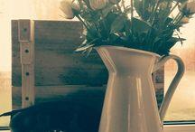 Styling / Nadat Styling by Annemarie advies gegeven heeft voor uw woning, wordt deze gestyled met huidige of nieuwe accessoires.