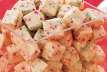 Shortbread Bites / Delish little shortbread bites stored in a cutesy container excellent for Christmas