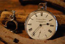 Kellot / Kelloja rannekelloista kaappikelloihin. Antiikista uusiin