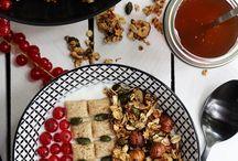 Kölln-Pfannen-Müsli / Kölln Müsli aus der Pfanne...!? Was ein wenig verrückt klingt, ist aber in Wirklichkeit ein köstliches und zugleich knuspriges Müsli, das in 5 Minuten zubereitet ist.  Das Beste: Neben kernigen Köllnflocken als Grundlage kannst Du alles verwenden, was der Küchenschrank noch so hergibt: Sonnenblumenkerne, Nüsse, Trockenfrüchte, Kokosflocken, Kürbiskerne undundundund...