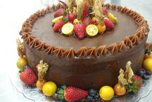 bolo chocolate com frutas