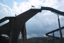 Турникет-трипод Gotschlich Dolomit / Турникет Dolomit доступен как классический трипод, так и в 2–штанговом исполнении (функция Антипаника), или Open Gate – блокировка прохода только в случае несанкционированного доступа. Базовое исполнение моторизованного турникета Dolomit - прочный, всепогодный корпус из оцинкованной стали с порошковым покрытием, ножки из нержавеющей стали.