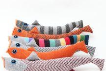 Поделки из носков / Здесь собраны различные поделки из носков. Отличные идеи для поделок с детьми! Своими руками вы сможете создать очаровательные игрушки и привить малышу любовь к творчеству.