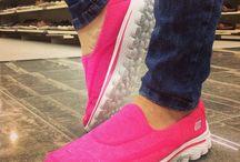 Sneakers / Sneakers erleben eine echt Revolution und sind nicht mehr von den Füssen weg zu denken.