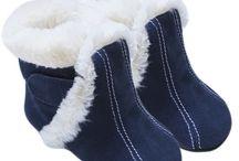 Calzado infantil- Botas para el frío / Con el frío que hace es momento de proteger los pies de los más pequeños con estas botas. Son muy calentitas y tienen muchos estilo, ¿verdad? #ModaInfantil #RopaInfantil #Calzado #Maternidad