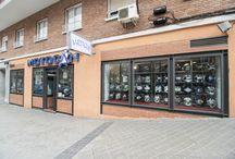 MOTOCAN nuestra Tienda / Motocan es una tienda de ropa para moteros y accesorios para motocicletas con larga tradición en Madrid (desde 1979). Le hemos hecho un reportaje de fotos y estamos muy ilusionadas de enseñároslo, esperamos que os guste!