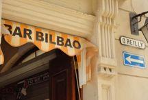 Bar El Bilbao / A pocos pasos de la Plaza de la Catedral, en el corazón de La Habana Vieja, se encuentra El Bilbao, un bar dedicado al Athletic de Bilbao, un club de fútbol profesional con sede en Bilbao (País Vasco) que juega en la Primera División de la liga española. / by Paseos por La Habana