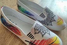 Malované boty, deštníky....