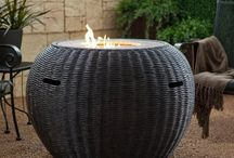 Outdoor Fire Pits / Light up your backyard with these fire pit design ideas!