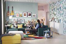 Salones para vivirlos - Catálogo IKEA 2018 / En tu salón hay espacio para todo. Para los domingos de lluvia jugando con tus hijos y las tardes de siesta, para las noches de película y para esas reuniones con amigos que se alargan hasta la madrugada. Hay espacio para tus recuerdos, y para fabricar nuevos recuerdos. Espacio para tus pasiones y también para tus caprichos. En tu salón hay espacio para vivir como tú quieras vivir. Y nosotros queremos ayudarte.