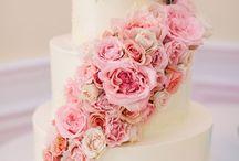 Cakes!! / Gorgeous cake floral decor