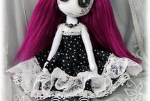 Gothic dolls and creepy plushies