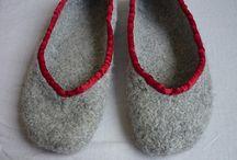 Strikkede huer, sko mm.
