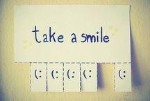 """Smile / """"Usmejte sa. A vo vašom úsmeve nech je veľa dobroty a iba trošku, trošíčku trpkosti. Odpusťte životu a svetu, že nie sú dokonalí."""""""