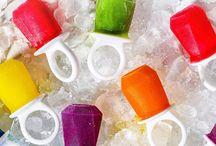 Zoku / A Zoku é uma empresa dedica a fornecer experiências inovadoras para o lar. Tudo começou com uma ideia aparentemente simples: como fazer os gelados congelarem mais rápido? E após meses de pesquisa, testes e protótipos, o Quick Pop Maker nasceu e tem sido um enorme sucesso desde então. A gama de produtos inclui uma variedade de artigos inovadores e de qualidade, para usufruir e desfrutar em família.