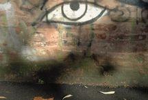 Correspondances • Per le vie di Bologna / Scritte e graffiti, perle e risonanze lungo i muri bolognesi