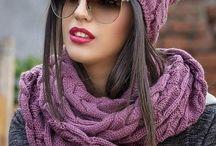 Bonnets tricotés et écharpes
