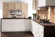 Ego | Modern Kitchen / EGO intraprende la strada di un design caldo e naturale. La geometria rigorosa della sua anta a telaio recupera il rassicurante valore della memoria, per un ritorno alla concretezza delle forme e alla comodità in cucina.