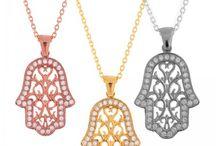 Fatma Ana Eli Kolyeler / Fatma'nın eli Ortadoğu'daki kültürlerde kullanılan bir uğur, bereket, şans ve mutluluk sembolüdür.