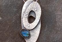 Jewellery: Necklaces