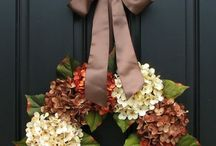 Fall in Love with Wreath Decor! / DIY wreaths perfect for the fall season.