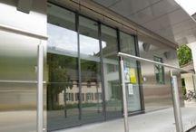 Inbraakwerende deuren / Anti-inbraakdeuren / Inbraakvertragende automatische schuifdeuren / Gecertificeerd volgens de weerstandsklasse WK 2 zijn onze schuifdeuren een effectieve, maar onopvallende inbraakwering. Kenmerken van deze toepassing zijn speciaal gelaagd veiligheidsglas, een meerpuntsvergrendeling, verstevigd loopwerk en een doorlopende vloerrail. Daarnaast is de record SAFECORD tevens geschikt als vluchtdeur, welke qua veiligheid en betrouwbaarheid aan de top van de markt staat.