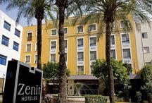 Zenit Sevilla / El Zenit Sevilla está junto al río Guadalquivir, en el famoso barrio de Triana de Sevilla. Está decorado con estilo andaluz y alberga un restaurante que ha sido galardonado. Las habitaciones cuentan con conexión Wi-Fi gratuita y TV vía satélite. Hotel Zenit Sevilla, Pagés del Corro 90 41010, SEVILLA, España Telf: 954347434 Email: sevilla@zenithoteles.com http://sevilla.zenithoteles.com/