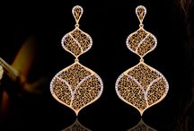 New collection Diva / Rescuing all the ancient Portuguese traditon,the Diva collection carries a heritage where design with filigree is once again highlighted. The forms inspired in the Portuguese guitar, take us back to manual tradition, associated to contemporary lines and culminating in bright lines of diamonds.