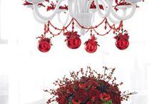 lampadari con addobbi natalizi