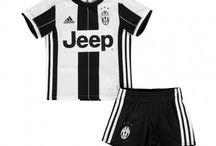 Billige Juventus trøje Børn / Billige Juventus trøje Børn på online butik. Juventus hjemmebanetrøje/udebanetrøje/målmandstrøje/trøje langærmet tilbud  med eget navn.